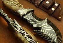 våpen: sub guns. kniver.