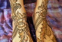 Менди / Роспись по телу хной. В отличие от татуировки является временным украшением тела, но держится значительно дольше (до трёх недель) нежели краска или другие способы рисования по телу. Наиболее распространена в арабских странах, Индии, Северной Африке, Малайзии и Индонезии.