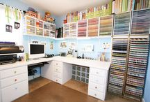 ORGANIZING: CRAFT ROOM / by Catherine Kraft