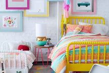 Girls bedroom / Isn't this bright girls bedroom just so much fun? And the frame wall with pops of bright colour is gorgeous!