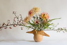 Fall Flower Arrangements / During the last months of the gardening year, the color palette is more limited than in spring and summer, so texture becomes key. Enjoy the how to tutorials of arrangements with the feel of a wild, late-season and autumn.