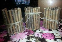 Creatief / Knip houtje op de juiste lengte en plak die dan met de lijmpistool aan een glazen potje