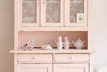 Vintagemöbel <3 / Du bist ein Fan der längst vergangen Zeit und möchtest dein Zuhause danach gestalten? Wir stellen dir die schönsten Möbel und Accessoires vor!