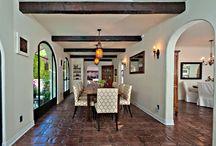 Living rooms & terracotta floor tiles / Living rooms with terracotta floor tiles / Salones con suelos de barro.