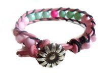 Handgemaakte sieraden en accessoires met artikelen van De Kralentuin / Sieraden en accessoires gemaakt van artikelen verkrijgbaar bij Online Kralen Groothandel De Kralentuin.