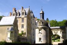 Châteaux et belles demeures / Prêts pour un voyage dans le temps ? Retrouvez votre âme d'enfant et laissez-vous catapulter dans l'Histoire sur les traces des templiers, chevaliers, seigneurs et princesses…