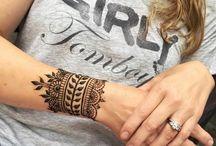 modèle de hennés sur la main