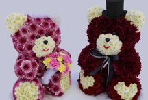 Blooming Bears - New York / Sculptures made of real fresh cut flowers. Made for holidays, events and as gifts! Can be custom made for any occasion. Get yours today!