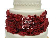 Red Rose Wedding Cake / www.torteamorefantasia.com