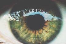 Eyes of green