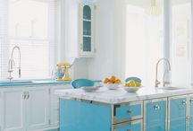 Colorful Kitchens / Kitchen cabinet colors that break the mold and go bold