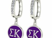 Sigma Kappa Jewelry / Sigma Kappa is a sorority founded in 1874 at Colby College in Waterville, Maine. Since its founding in 1874, the sorority has initiated more than 156,000 members worldwide and has 112 collegiate chapters in 36 states and over 120 alumnae chapters.