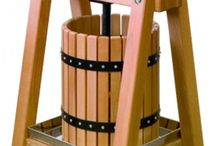 Faire son vin, son cidre et ses jus / De la terre à la table - Terroir et tradition - Production biologique et artisanale  nesridiscount vous propose toutes les solutions pour produire vous-même votre vin, votre cidre et vos jus.