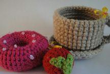 crochet tea set, muffin, cake,