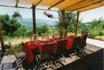 Outdoor dining / Holiday homes with lovely outdoor dining space