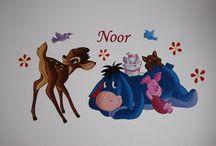 Muurschilderingen met verschillende disney-figuren / Muurschilderingen in kinderkamers waarin verschillende Disney figuren geïntegreerd zijn