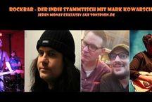 ROCKBAR - DER INDIE STAMMTISCH - August 2015 ist online / Rockbar - Der Indie-Stammtisch mit Mark Kowarsch und Pleil jetzt online - die August Ausgabe:                 Heute mit Death, FFS, Destination Lonely, Jim O'Rourke, Ducktails und Rocko Schamoni                Welche Platten taugen - welche Platten saugen?  Beim Rockbar-Stammtisch werden jeden Monat neue Platten von Mark Kowarsch (Tortuga Bar, Sharon Stoned, EIektrosushi, Speed Niggs) und regelmäßig wechselnder Musikprominenz aufs Korn und unter die Lupe genommen.