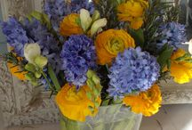 Spring blooms by Field Gate Flowers of Milton Keynes / Lovely fresh British grown flowers by Field Gate Flowers, Milton Keynes and Northampton florist of everyday bouquets and wedding flowers