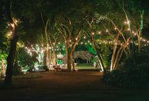Gambiarras / A iluminação é um dos detalhes mais importantes na hora de organizar o casamento e as gambiarras dão um charme a mais ao evento!  www.meiodomato.com.br