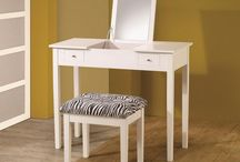 Makeup Vanity Sets / Affordable, cheap modern and vintage white makeup vanity sets with lights, mirrors, and setups. The best reviewed makeup vanity sets for sale list [2016]. - http://beautifieddesigns.com/makeup-vanity-sets/