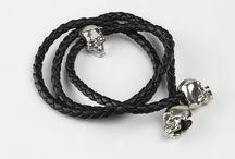 Bracciali Bones / Bones. Ossa preziose. Anelli bracciali collane orecchini gemelli fermacravatte. I gioielli Bones sono ideati e prodotti a mano da artigiani orafi fiorentini.