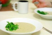 Осенние супы / Осень – лучшее время для приготовления супов из свежих сезонных овощей, например, тыквы и моркови.