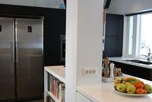 Moderni keittiö / Musta-valkoinen moderni keittiö
