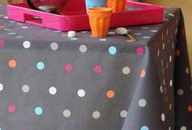 Nappes enduites à pois / Nappe-enduite.com vous propose une gamme de nappes enduites à pois: nappe enduite à pois carrée, toile cirée rectangulaire, nappe enduite ronde. La plupart des modèles sont disponibles dans de nombreux coloris et tailles. L'ensemble de nos nappes enduites à pois sont de marques françaises.