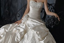 Maggie Sottero / We sell Maggie Sottero wedding dresses in Hungary.