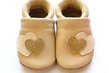 zapatillas de bebes / by Jennifer Aponte