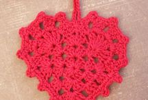crocheted hearts / coeurs crochet