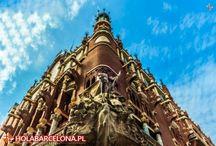 Palau de la Música Catalana / Pałac Muzyki Katalońskiej to niezwykła modernistyczna budowla i jedna z najważniejszych hiszpańskich sal koncertowych. Budynek został zaprojektowany przez Lluisa Domenecha i Montanera i powstawał w latach 1905 – 1908, finansowany przez katalońskich przedsiębiorców.