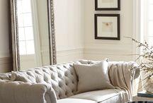 K L A S S I E K E .  S T I J L / KERNWOORDEN: Renaissance | Statig & Elegant | Luxe & Antiek | Ornementen | Symmetrie | Donkere houtsoorten | Royale meubels | Luxe leersoorten | Velours | Hoogglans zwarte lak | Kroonluchters | Kristal | Goud /Zilver | Chroom | Glas