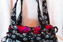 Carolyn's Custom Creations / Quilted fabric 9 pocket purses