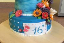 Torte / Zum 16. Geburtstag  Mit Blumen aus Blütenpaste