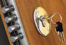Serrure / Les travaux de serrurerie dans un logement peuvent modifier la porte, rendant impossible de la remettre dans l'état d'origine.Initialement, dans le cas d'une location, vous acceptez les lieux dans l'état où ils se trouvent à la remise des clefs.