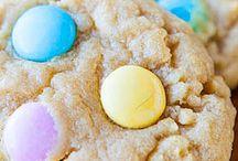 Sweets / by Alyssa Moore