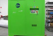 Skrutkové a piestové kompresory ESOair od slovenského výrobcu kompresorov / Slovenské energeticky úsporné skrutkové kompresory ESOair vyrobené na Slovensku. Výroba, montáž a predaj slovenských skrutkových a piestových kompresorov ESOair.  Ponúkame na predaj piestové kompresory EsoAi  od výkonu 0,75 kW a skrutkové kompresory EsoAir až do výkonu 22 kW. Skrutkový kompresor má už v štandartnom vybavení zabudovaný rekuperačný výmenní s výstupom a prípravou na ohrev teplej úžitkovej vody alebo vykurovania. Web: http://www.kompresory-esoair.sk   Email: info@esoair.sk