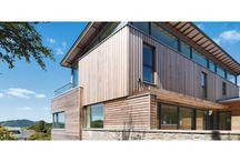 Nasze realizacje - dom w Kippford / Zewnętrzne materiały, które wykorzystano przy budowie charakteryzują się najwyższą jakością. Przy realizacji wykorzystano okna i drzwi drewniane z nakładkami aluminiowymi. W celu zminimalizowania strat ciepła do budowy domu wykorzystano materiały charakteryzujące się wysoką izolacyjnością termiczną. Podoba Wam się? :) http://www.sokolka.com.pl/budownictwo-jednorodzinne/494,dom-w-kippford.html