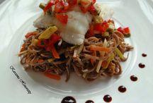 Sandacz z makaronem Soba, warzywami julienne i paprykowo-awokadowym dressingiem / Photos from my blog recepies