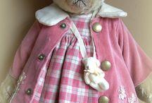Dressed Teddy Bears / Dressed Teddy Bears