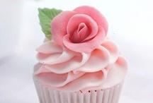 Dreamy Cakes, Cupcakes and more / by Daniela Zúñiga