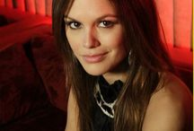 Rachel Bilson / Rachel Sarah Bilson (born August 25, 1981) is an American actress. Born to a California show business family, Bilson made her television debut in 2003, and then landed the role of Summer Roberts on the prime-time drama series The O.C. Bilson made her movie debut in The Last Kiss (2006) and starred in the science-fiction-action film Jumper (2008). From 2011-15, she starred as Dr. Zoe Hart on The CW series Hart of Dixie.