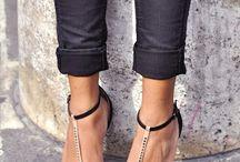 Gold girl / #sandałki #całe sandałki #złote #gold #płaskie #glamour #złote czółenka #elikshoe #kolekcjonerka butow #ewelina bednarz #zigisoho #szpilki #obcasy #złoty #zegarek #torebka #camel #sukienka zwiewna #zwiewna #dodatki #jewelery #biżuteria #bransoletki zlote #fashion #inspiration #fashion inspiration