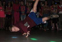 Leerlingen in actie / Wij zijn trots op onze leerlingen die met de grootste passie aan het dansen zijn. Op dit bord vindt u een aantal acties foto's van battles en trainingen