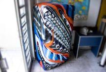 Customizações / Álbum dedicado à customização de objetos com técnicas e materias do graffiti.  #fiteart #custom #artwork #DIY