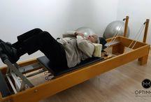 Pacientes Optimmus, Montse Tormo / Ésta es Montse Tormo y tiene 92 años. Llegó al centro en silla de ruedas y sin andar fruto de una trombosis en la pierna derecha. Los médicos dijeron no poderla operar por el riesgo que suponía su avanzada edad. Ahora ya camina, con andador mediante, pero camina y ha ganado mucha autonomía para hacer las cosas de su día a día.   Para conocer nuestros programas Optimmus: http://bit.ly/1y7IVpz #ActivaciónMuscular