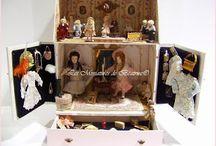 Chez Ninon et Lison / Mini coffret de petites poupées Bru et de mini poupées/  Miniature dolls Bru and tiny dolls