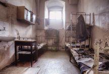 """Lost Places / Wir sind die """"Lost & Found Explorers"""" und immer auf der Suche nach neuen, spannenden, detailreichen und außergewöhnlichen Fotomotiven. Unsere Lost Places suchen wir vorwiegend in Ostdeutschland, Polen und Osteuropa. Hier findet man noch unberührte Orte die noch im Verborgenen liegen. Unser Anspruch ist es die Schönheit des Verfalls, die morbide Stimmung und die Einzigartigkeit des Gemäuers in unseren Fotos festzuhalten. www.urbexplorer.com"""