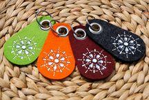 Filzprodukte mit original #Swarovski Kristallen / Handyhüllen und Schlüsselanhänger aus Filz mit original #Swarovski Kristallen